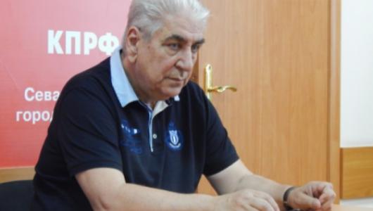 В тиши уютного кабинета главный коммунист Севастополя Василий Пархоменко куёт победу на выборах в Госдуму?