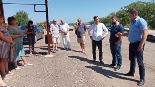 Депутат Михаил Брицын проверил ход работ по решению вопросов, поставленных в обращениях севастопольцев