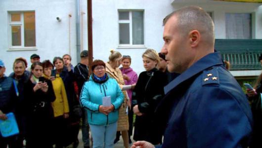 В Севастополе выселили рабочих из общежития и опечатали помещение скандального объекта