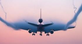 Самолет против турбулентности