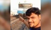 Индиец снял на телефон, как его сбивает поезд (ВИДЕО)