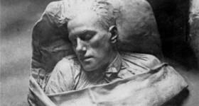 Все версии загадочной смерти великого Маяковского