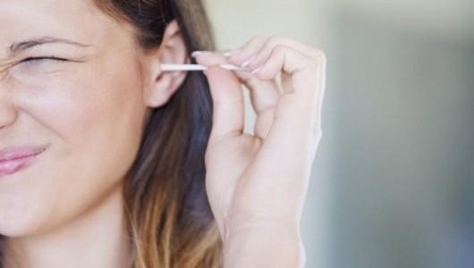 Через уши: невероятное умение девушки изумило пользователей (ВИДЕО)