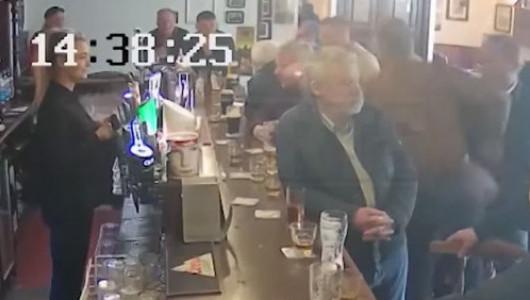 Конор Макгрегор ударил старика за отказ выпить его виски