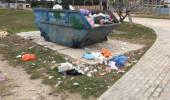 Красная горка утопает в мусоре