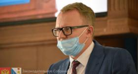 Севастопольский чиновник Евгений Горлов мужественно отвечал на вопросы парламентариев