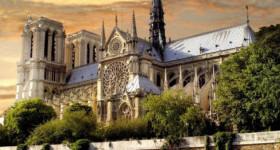 Севастопольский колокол на Соборе Парижской Богоматери